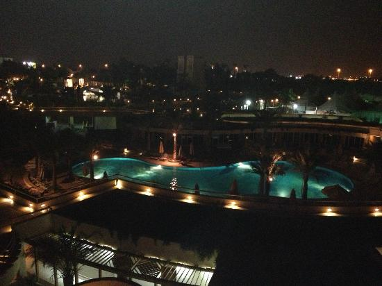 JW Marriott Hotel Cairo: Room view at night