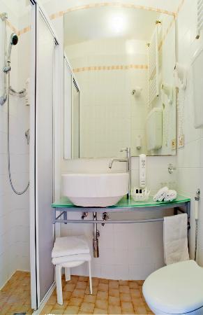 Imperia Hotel : Bagno camera standard