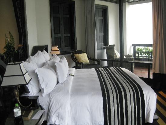 InterContinental Danang Sun Peninsula Resort: Premium King Bed