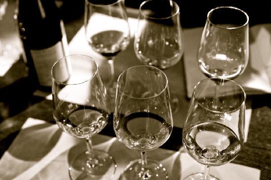 The Venetian Vine: A flight of six wines, three white, three red