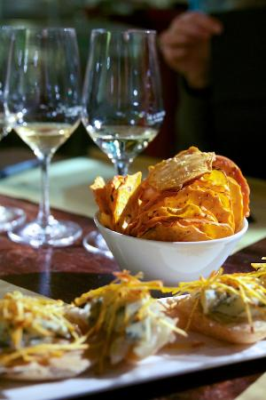 The Venetian Vine: Taste for yourself how wines pair with a variety of crostini