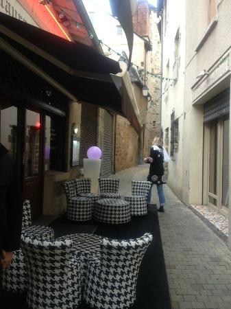 Restaurant Les Viviers Saint Martin : Entrée et terrasse