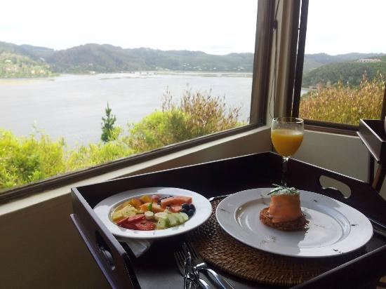 Elephant Hide of Knysna Guest Lodge: Mouth watering breakfast served in bed