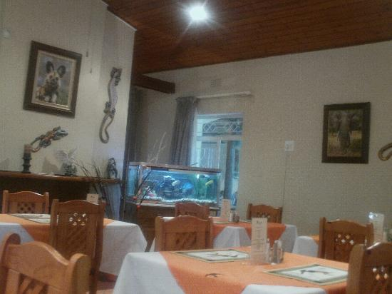 Sunbird Lodge: Cool fish tank in the dining area