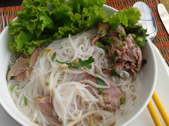 Makan Makan - Swimming Pool and Restaurant : Khmer beef noodles