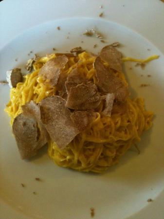 Osteria More e Macine: Tajarin à la truffe blanche d'Alba
