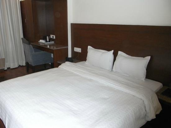 Hotel The Raj at New Delhi Railway Station: Bed