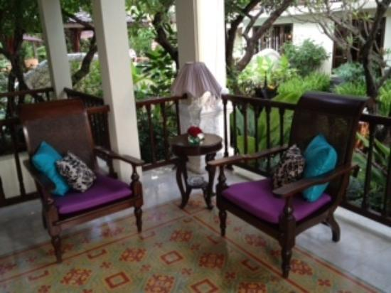 Puripunn Baby Grand Boutique Hotel : cosy corner on veranda
