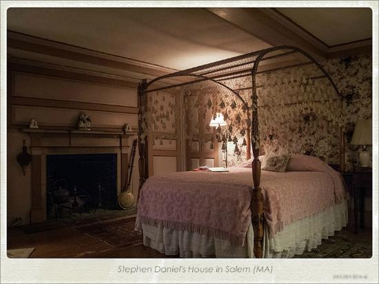 Stephen Daniels House: chambre rose
