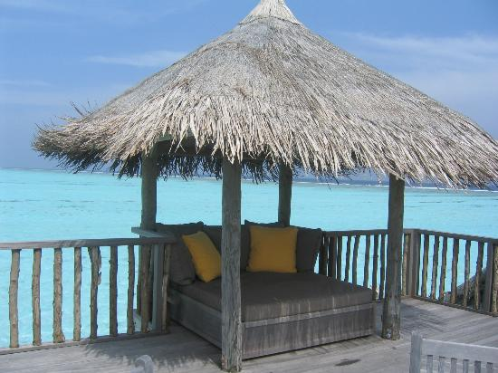 Gili Lankanfushi Maldives: Lounge above water