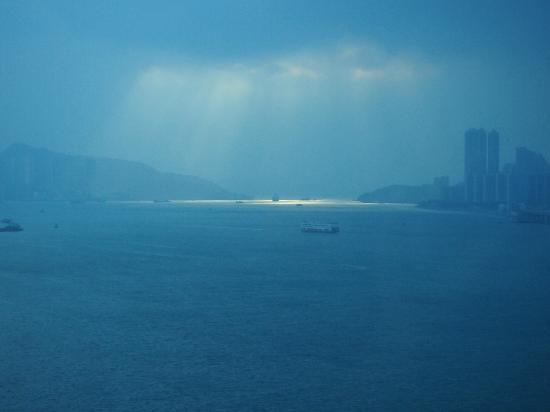Harbour Grand Kowloon: Sunrise over Victoria Harbour