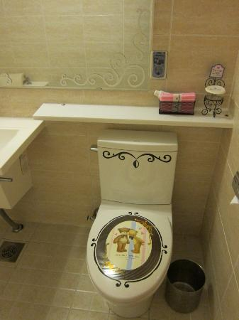 December Hotel Jeju: toilet