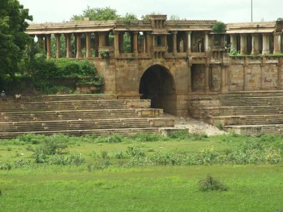 Sarkhej Roja : Another monument on the lake.