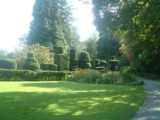 Low Graythwaite Hall: Gardens