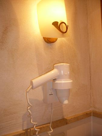 Hotel Post Murnau: Fön und Posthornlampe