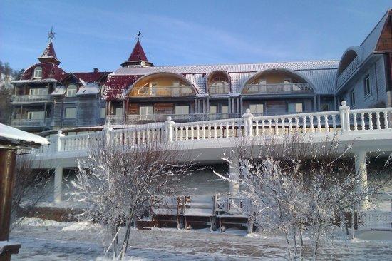 Legend Of Baikal Hotel: Вид на отель снизу