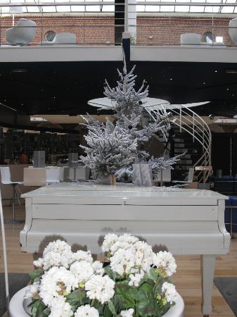 Couvent des Minimes - Alliance Lille: Un piano bar d'une blancheur immaculée