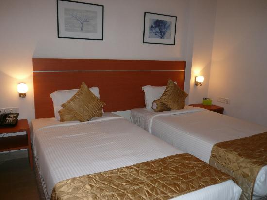 Leonia Holistic Destination: Another view of the room