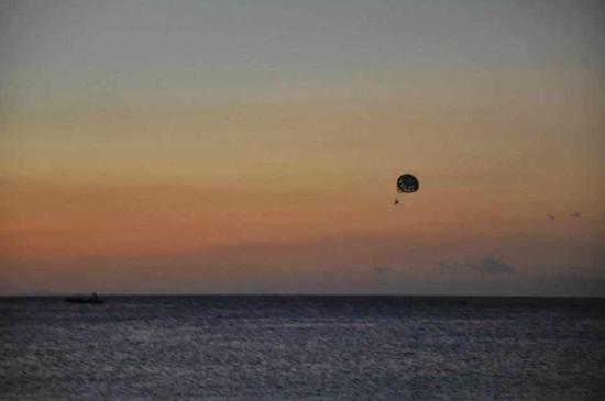 Sea Jewel Beach Resort: Activity - Parasailing
