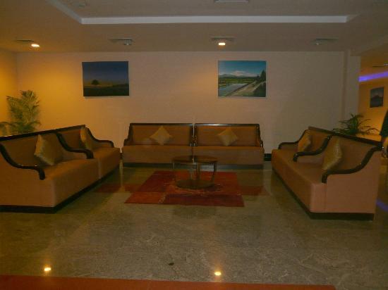 Leonia Holistic Destination: Lounge