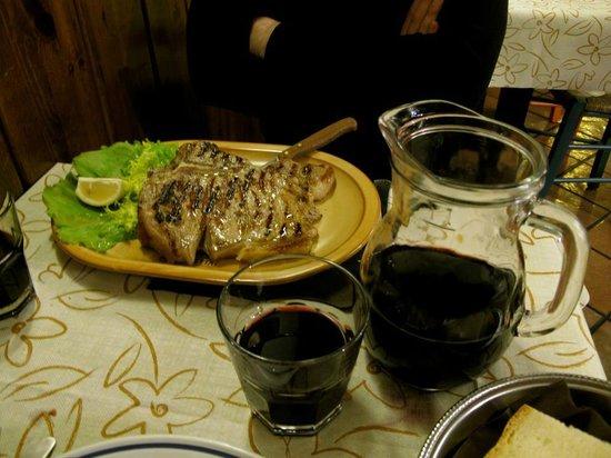 Osteria Cocotrippone: Fiorentina da 700 gr e 1 litro di vino della casa... bbbono!