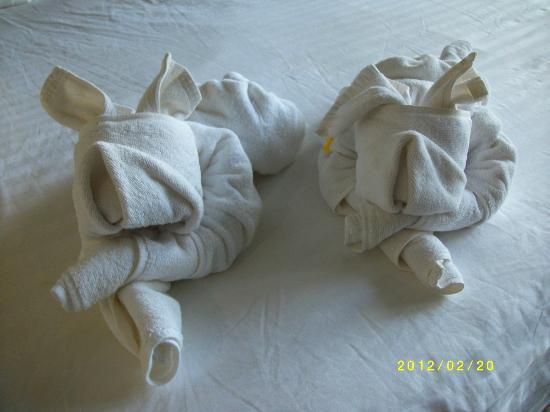 Blue Andaman Lanta Resort: Nya konstverk av handdukar på sängen