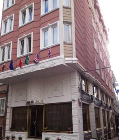 Kaya Madrid Hotel : front view