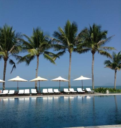 Victoria Hoi An Beach Resort & Spa: pool area