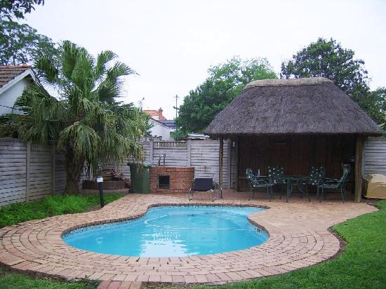Thembelihle Guest House : Outside_pool_area