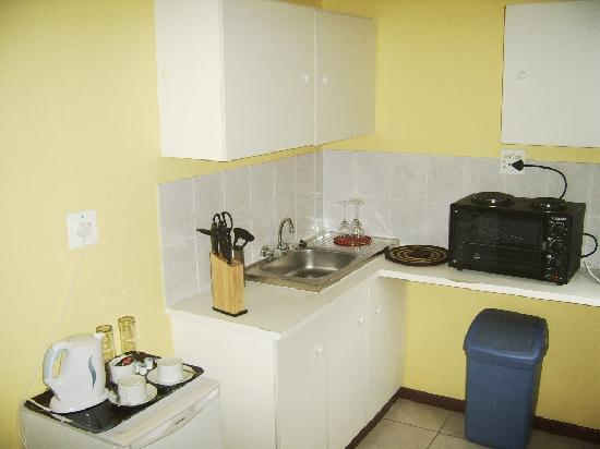 Thembelihle Guest House : Kitchenette_room_5