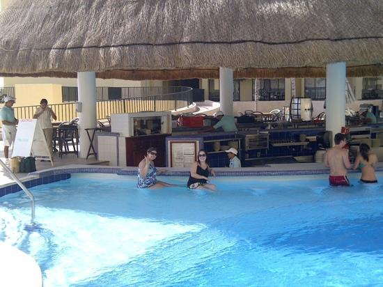 The Royal Sands Resort & Spa All Inclusive: pool bar!