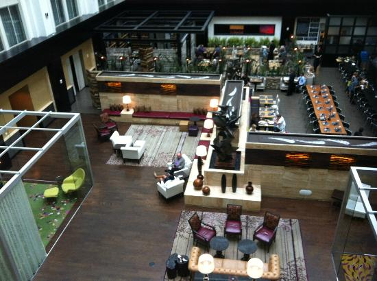 The Nines, a Luxury Collection Hotel, Portland: Balcony view of lobby and restaurant.
