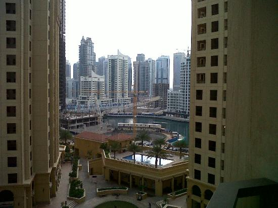Movenpick Hotel Jumeirah Beach: City view and waterway
