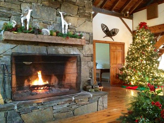 The INN at Willow Pond: Lobby at Christmas