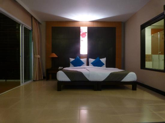 Andakira Hotel Patong: bed