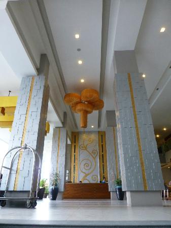 Andakira Hotel Patong: lobby