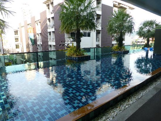 โรงแรมอันดาคิรา: pool
