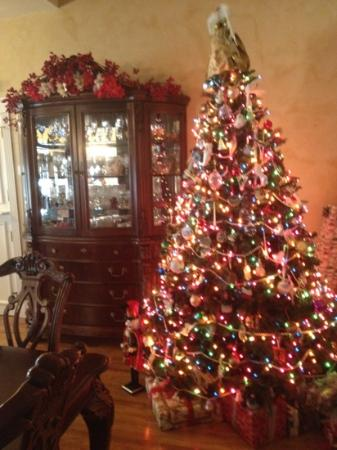 Centennial House Bed and Breakfast: Christmas!