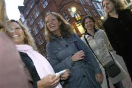 Flirtology - Flirting and Walking Tours: Learning how to approach someone you like