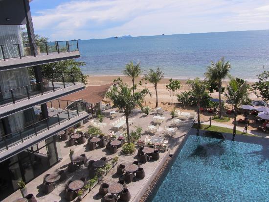 Beyond Resort Krabi: Pool Bar View from balcony
