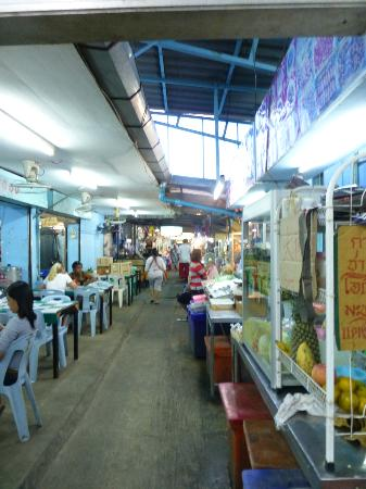 Mengrai Seafood: walk along then there are more vendors
