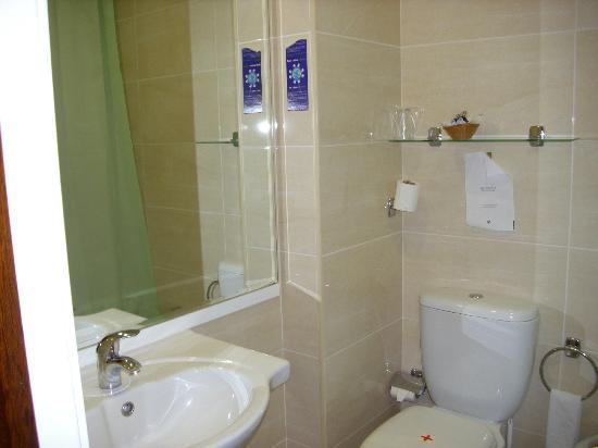 Hotel Afonso V: baño 201