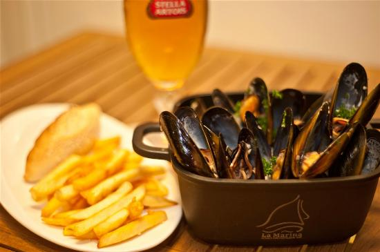 La Marina Restaurant Bar : Mussels - French Fries - Beer