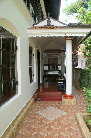 The Bungalow Heritage Homestay: Entry