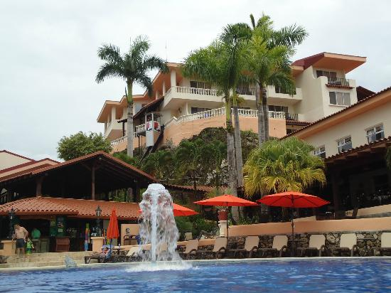 Hotel Parador: Hotel rooms overlooking pool