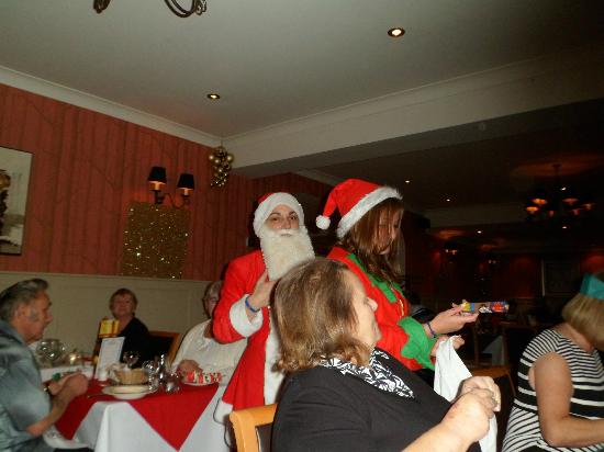 Elgin Hotel Blackpool: santas helpers giving out gifts