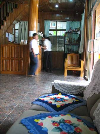 Shwe Tha Zin Hotel: lobby