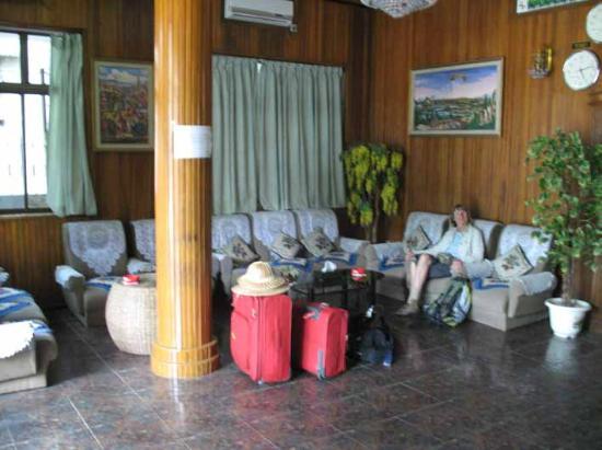 Shwe Tha Zin Hotel : lobby