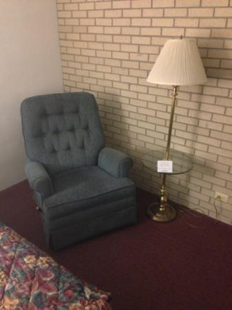 Drury Inn & Suites Hayti Caruthersville : sitting area 303
