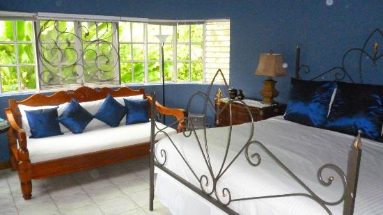 The Blue House Boutique Bed & Breakfast: lit chambre